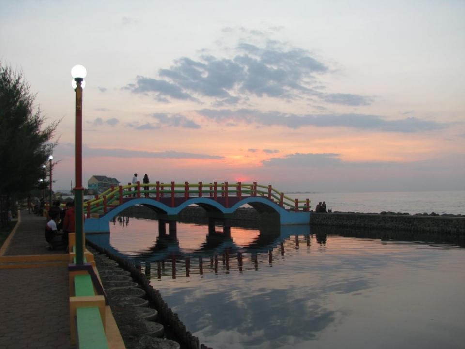 Pantai Pasir Kencana Kota Pekalongan