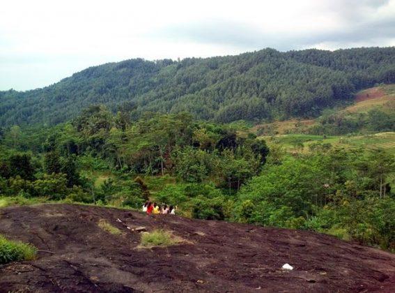 Pemandangan di Watu Ireng Kandangserang