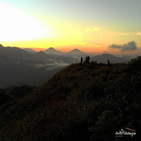 golden sunrise di pawuluhan
