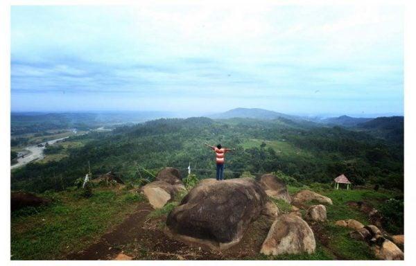Wisata Watu Ireng