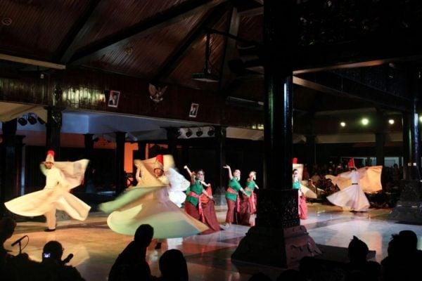 Pertunjukan Tutur Batik Kawung
