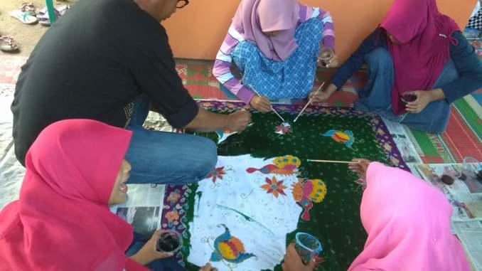 Belajar Membatik di Desa Pekalongan
