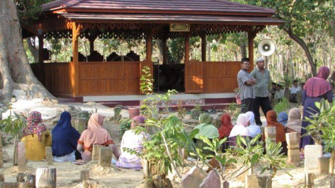 Makam Mbah Rante Kencono Wulung Desa Pekalongan