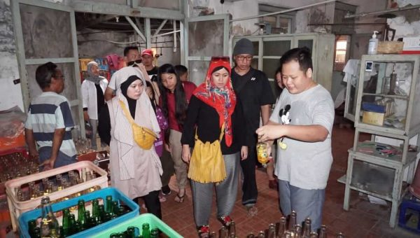 Wisata Nostalgia ke Pabrik Limun Oreintal