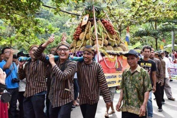 Gunungan Festival Durian Lolong