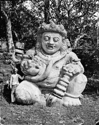 Arca Dwarapala Candi Singhasari