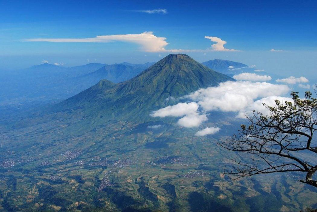 Gunung Slamet Erupsi