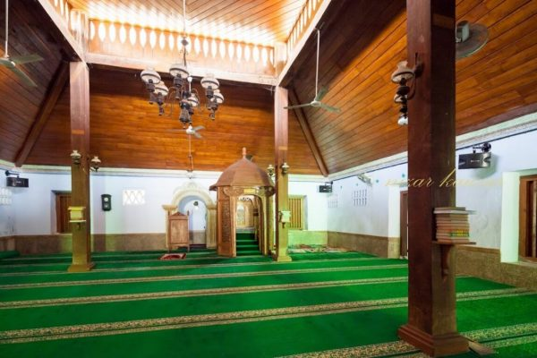 Interior Masjid Aulia Sapuro