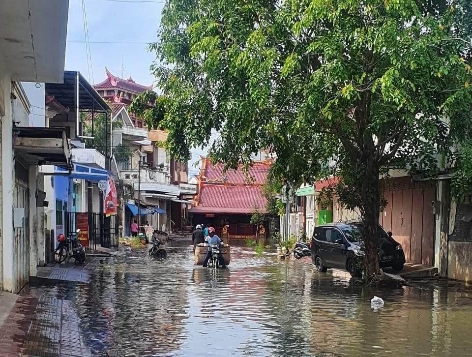 Banjir Rob di Jalan Salak