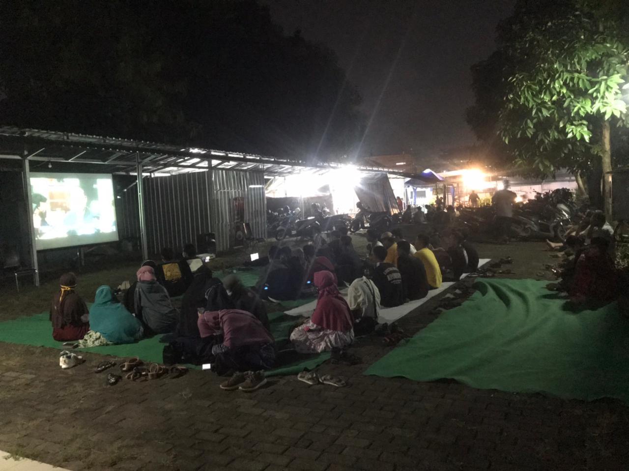 SUASANA NOBAR FILM KPK ENDGAME DI PELATARAN RADAR PEKALONGAN