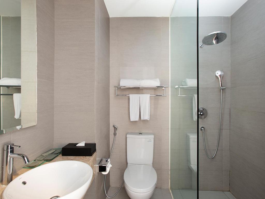 Kamar mandi Hotel Santika Pekalongan